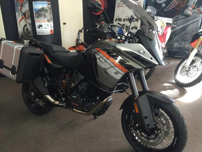 taking-delivery-ktm-adventure-1190